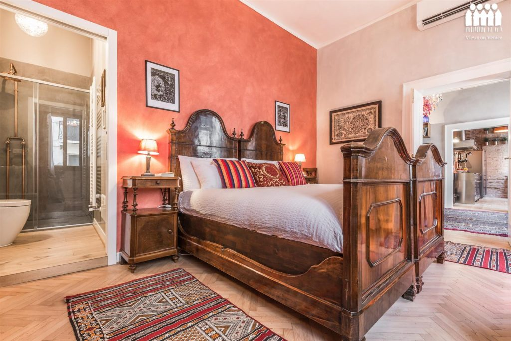 via_della_seta_bedroom_venice_hotelgoldmine.com_review.